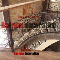 پله گرد پیچ نرده فرفورژه کف پله چوب
