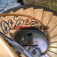 پله پیچ گرد نرده فرفورژه کف پله چوبی