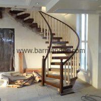 پله تک محور کنسولی با کف پله و نرده چوبی