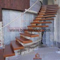 پله تک محور کنسولی با کف پله چوبی