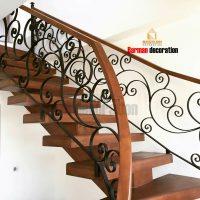 پله تک محور میانی با کف پله چوب و نرده فرفورژه