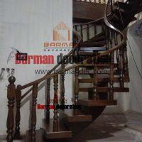 پله تک محور میانی با کاور و نرده چوبی